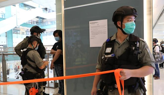 Police officers set up cordons inside the New Town Plaza in Sha Tin. Photo: Edmond So