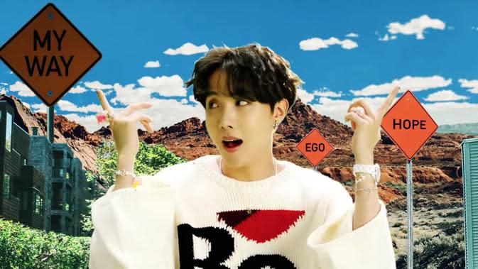 J-Hope di MV 'Outro: Ego'