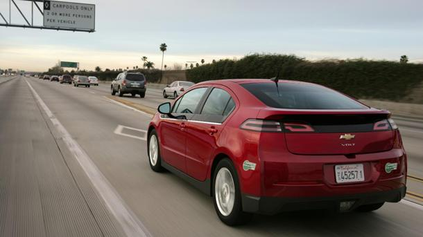 Chevy throws $4,000 rebate on slow-selling Volt amid plug-in price war