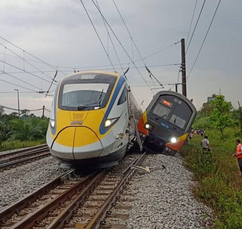 A KTM Komuter train collided into an ETS train near Kuang this evening, injuring one passenger. ― Picture via Twitter