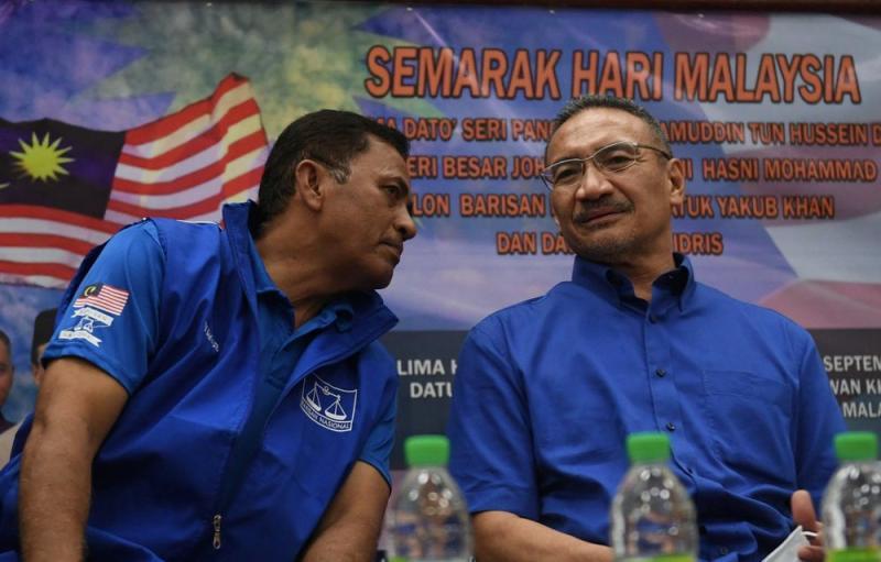 Foreign Minister Datuk Seri Hishammuddin Hussein (right) with Barisan Nasional candidate for the Karambunai state constituency, Datuk Yakob Khan, at Kampung Lapasan Sepanggar Sept 21, 2020. — Bernama pic