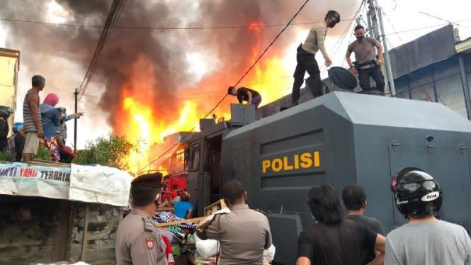 Pasar Inpres Sintang Terbakar Usai Suara Ledakan