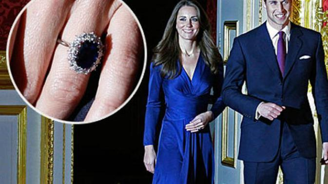Cincin tunangan bertatahkan safir biru yang dulunya milik Putri Diana. Kate Middleton merasa penting berbagi kecintaan dan duka Pangeran William terkait ibunya.(Sumber CBS News)
