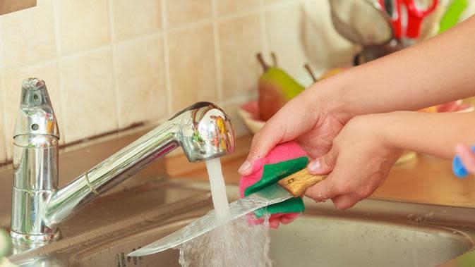 Cuci pisau kurang bersih (Sumber: Istsockphoto)