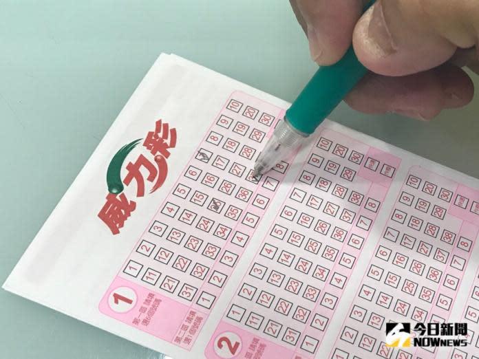 ▲威力彩今(6)晚開獎,頭獎累積金額破13億元。(圖/NOWnews資料照)