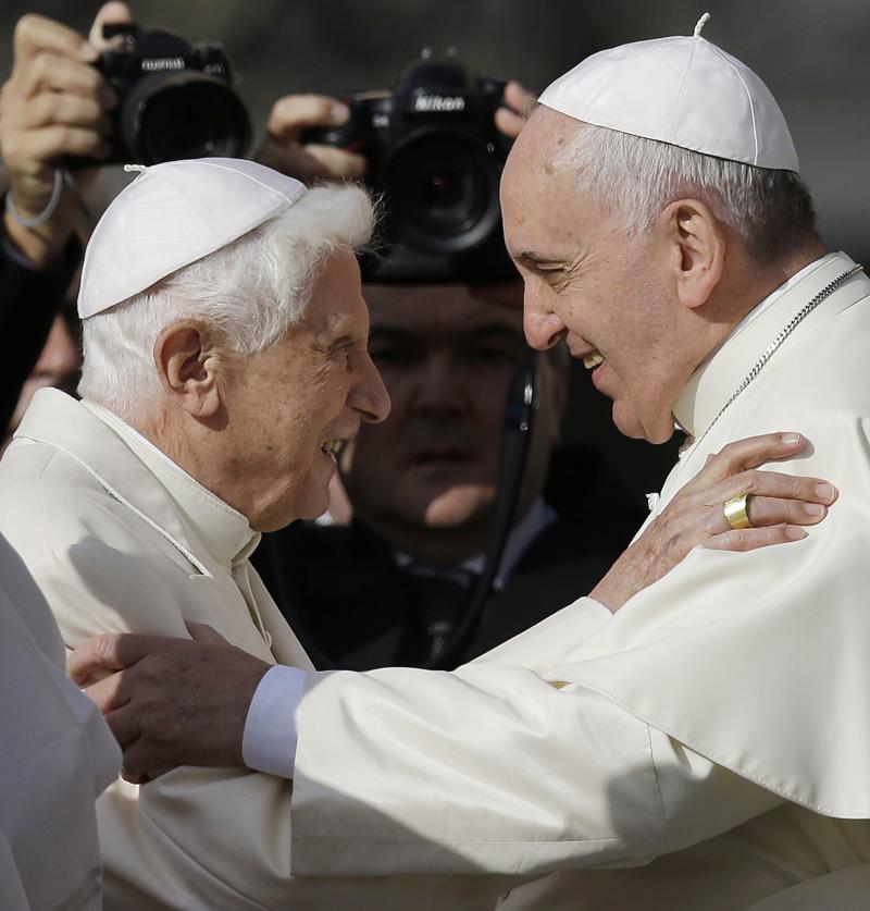 Paus Benekditus XVI tegaskan aturan selibat para imam