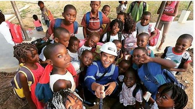 Maulana Rahman, orang Indonesia yang bekerja di Gabon, Afrika Tengah. (dok.Instagram @nomadprostory/https://www.instagram.com/p/B7iyR3xn4mz/Henry)