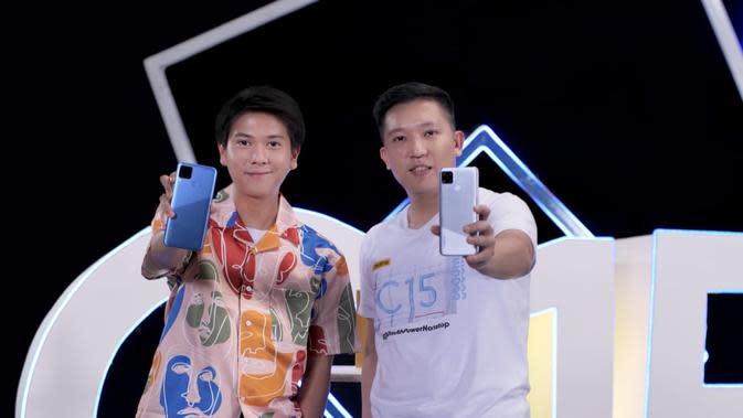 Brand Ambassador Realme Indonesia Iqbaal Ramadan dan Product Manager Realme Indonesia Felix Christian saat peluncuran Realme C15 (Foto: realme Indonesia)
