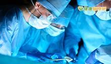 鋼筋穿肺奇蹟重生 醫:異物刺入身體別急著拔除