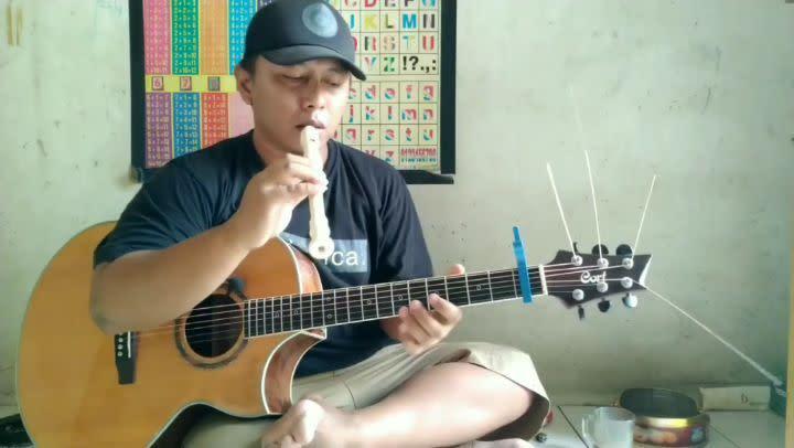 gitaris akustik alif gusthakiyat