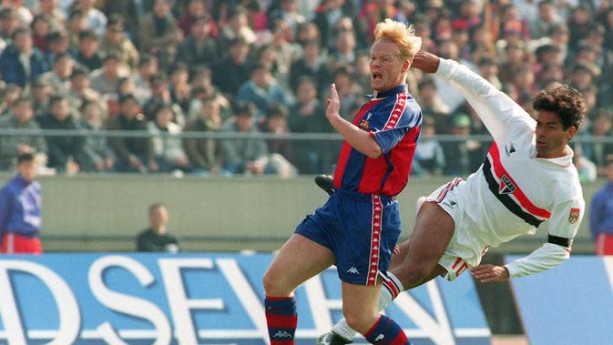 Ronald Koeman pernah membawa Barcelona menjadi kampiun LaLiga Spanyol dan Piala Super Spanyol pada musim 1993/1994. (AFP/Toru Yamanaka)