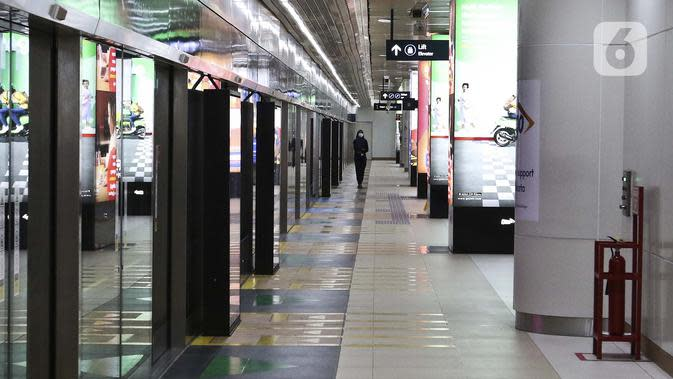 Suasana stasiun Mass Rapid Transit (MRT) di Jakarta, Sabtu (21/3/2020). Selain MRT, Pemerintah Provinsi DKI Jakarta juga melakukan pembatasan terhadap Transjakarta mulai 23 Maret 2020. (Liputan6.com/Johan Tallo)