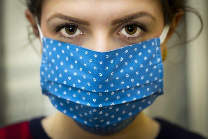 Bau mulut muncul saat pakai masker, benarkah?