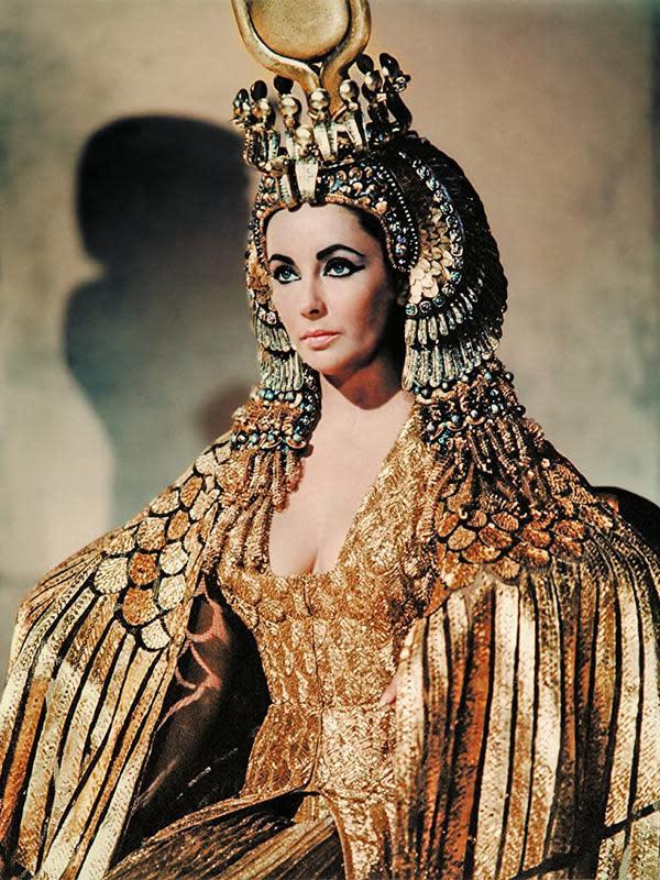 Elizabeth Taylor sebagai Cleopatra. (Foto: 20th Century Fox/ IMDb)