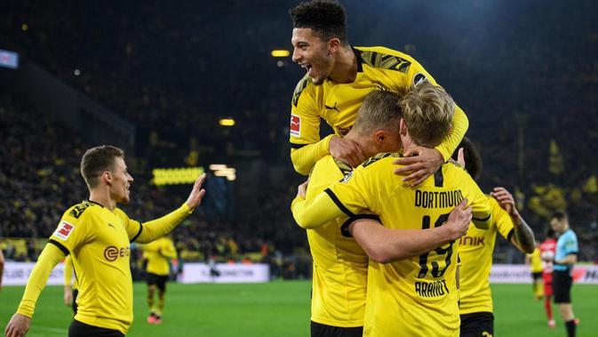 Para pemain Borussia Dortmund merayakan gol yang dicetak Erling Haaland kala membantai Union Berlin dengan skor telak 5-0. (Dok. Twitter/Jadon Sancho)