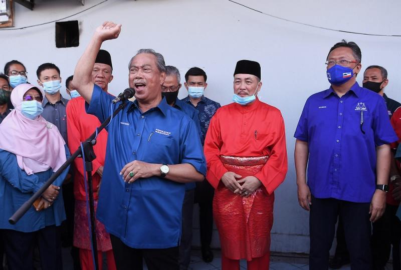 Prime Minister Tan Sri Muhyiddin Yassin speaks at the Tuaran Bersatu office in Sulaman where he had arrived to support Bersatu Sabah chief Datuk Seri Hajiji Mohd Noor, September 12, 2020. ― Bernama pic