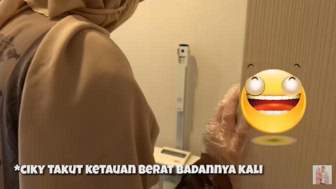Citra Kirana memeriksakan kehamilan bersama Rezky Aditya. (YouTube Ciky Citra Rezky)