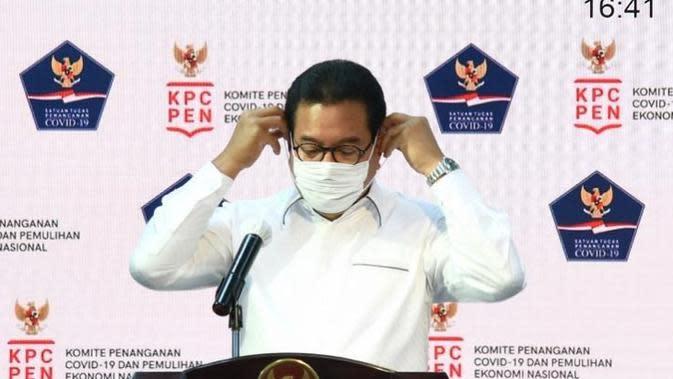 Juru Bicara Satgas Penanganan COVID-19 Wiku Adisasmito menyampaikan Akmal Taher adalah anggota tim pakar dan mengkoordinir pakar bidang medis saat konferensi pers di Kantor Presiden, Jakarta, Kamis (1/10/2020). (Biro Pers Sekretariat Presiden/Rusman)