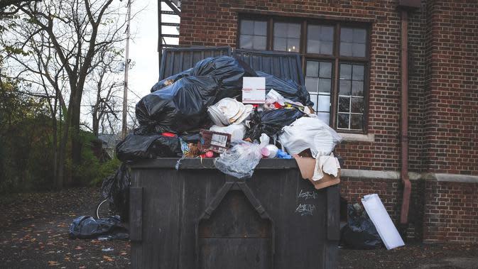 Ilustrasi sampah rumah tangga. (dok. Foto Neonbrand/Unsplash)