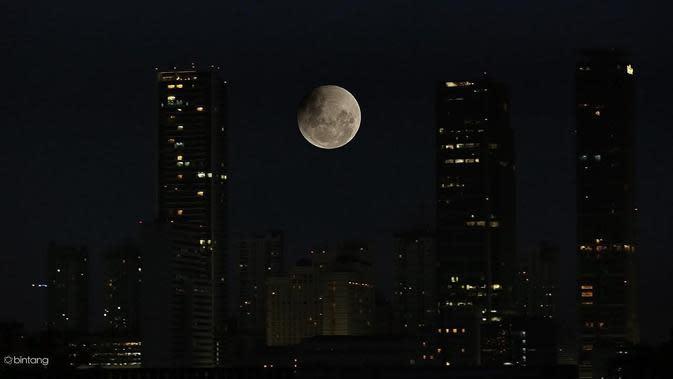 Gerhana bulan total terlama pada 28 Juli 2018 dihiasi dengan kemunculan planet Mars. (Ilustrasi: Bintang.com/Bambang E.Ros)