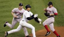 MLB》近30年最荒唐跑壘 A-Rod伸手拍球