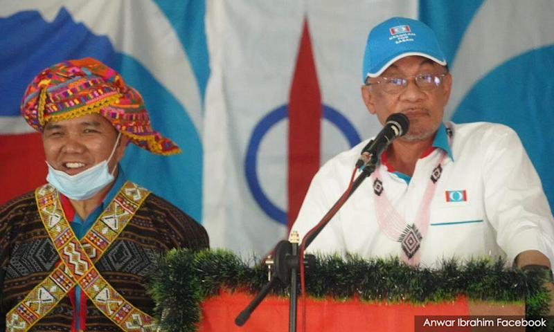 On whirlwind blitz, Anwar canvasses for PKR across 7 constituencies in a day