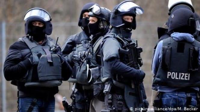 29 Polisi Jerman Diskorsing karena Grup Chat Propaganda Neo-Nazi