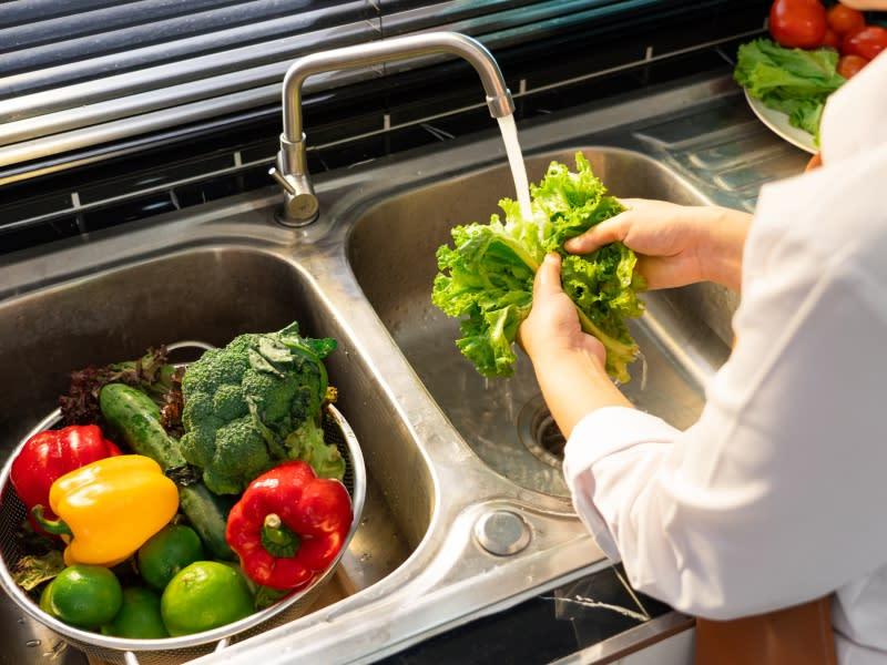 廚房省水妙招 用微波解凍食材