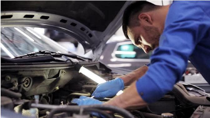Cara Mendeteksi Kerusakan Mobil dari Bau