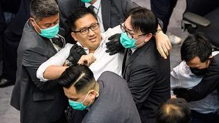 香港立法會內會選舉風波:親北京派議員勝出,民主派代表被逐