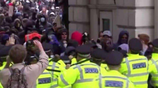 Demo George Floyd Pecah dari London Menjalar ke Kota-kota di Inggris
