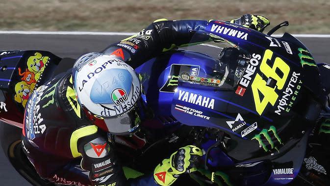 Pembalap Monster Yamaha Valentino Rossi dalam balapan MotoGP San Marino di Sirkuit Misano, Minggu (13/9/2020).(AP Photo/Antonio Calanni)