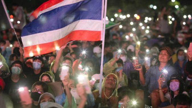 Gerakan unjuk rasa ini menuntut adanya pemilu baru dan reformasi terhadap sistem kerajaan. (AP/Wason Wanichakorn)