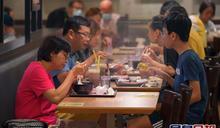 政府:疫情嚴峻無空間放寬減少社交接觸措施 正與餐飲業研更嚴格措施