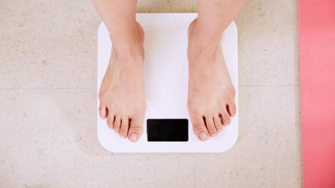 Ilustrasi timbangan berat badan. (dok. foto i yunmai/Unsplash/Dinny Mutiah)