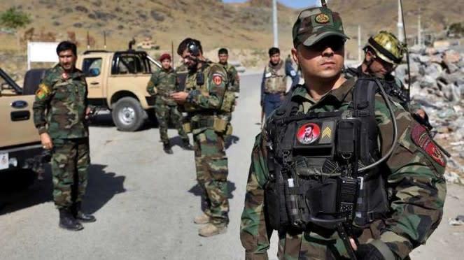 VIVA Militer: Pasukan Khusus Afghanistan berjaga di depan pangkalan militer