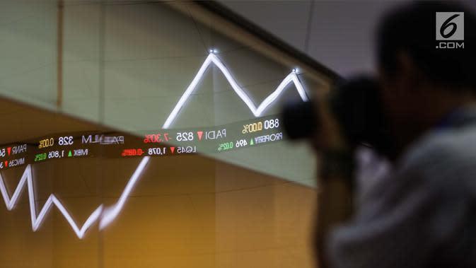 Layar indeks harga saham gabungan menunjukkan data di Bursa Efek Indonesia, Jakarta, Selasa (2/1). Angka tersebut naik signifikan dibandingkan tahun 2016 yang hanya mencatat penutupan perdagangan pada level 5.296,711 poin. (Liputan6.com/Faizal Fanani)