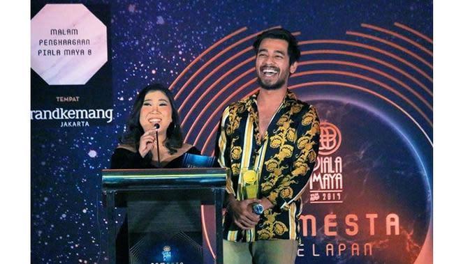 Momen Mesra Kiky Saputri dengan 6 Artis Ganteng, Terbaru Dicium Iqbaal (sumber: Instagram.com/wafda90)
