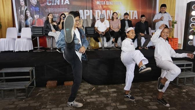 Bagi Shandy, main sinetron yang menampilkan beberapa adegan fighting garapan sutradara Sanjeev Kumar, sudah hal biasa ketika ada lebam atau bengkak. Bersyukur lantaran tidak mengalami cidera serius. (Bambang E Ros/Fimela.com)