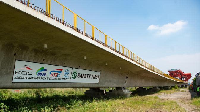 Lokasi pembangunan jalur kereta cepat Jakarta-Bandung, 28 Juni 2020. Setelah rampung, jalur ini akan mempersingkat waktu perjalanan Jakarta-Bandung dari 3 jam lebih menjadi sekitar 40 menit. (Xinhua/Du Yu)