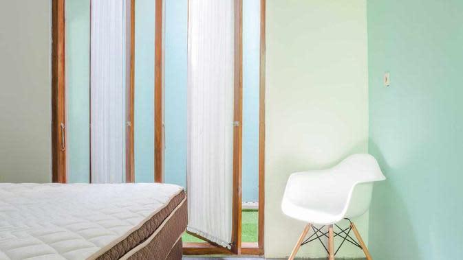 Desain jendela putar di rumah mungil karya Ruangan Asa. (dok. Ruangan Asa/Arsitag)