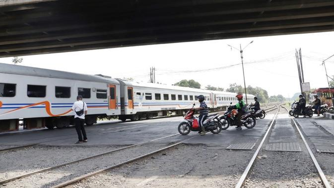 Kondisi perlintasan sebidang kereta api di Kota Bandung. (Sumber foto : Humas PT KAI Daop 2 Bandung)