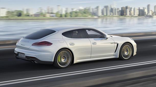 2014 Porsche Panamera S E-Hybrid, charged and ready: Motoramic Drives