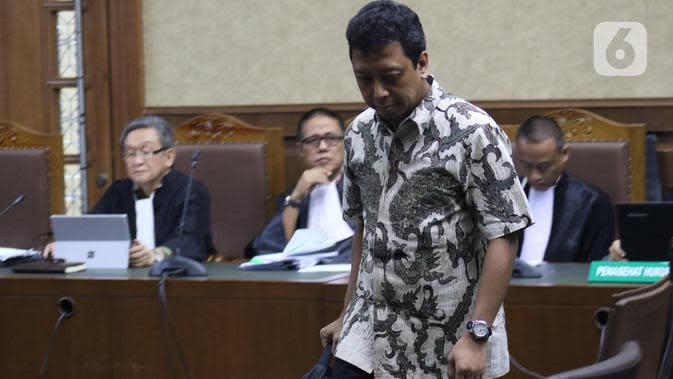 Terdakwa dugaan suap jual-beli jabatan di lingkungan Kemenag, M Romahurmuziy bersiap menjalani sidang lanjutan di Pengadilan Tipikor Jakarta, Rabu (4/12/2019). Sidang beragenda mendengar keterangan saksi salah satunya mantan Menteri Agama, Lukman Hakim Saifuddin. (Liputan6.com/Helmi Fithriansyah)