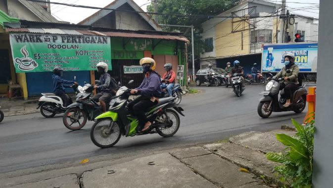 Suasana hari pertama PSBB di Surabaya Raya pada Selasa, 28 April 2020 (Foto: Liputan6.com/Dian Kurniawan)