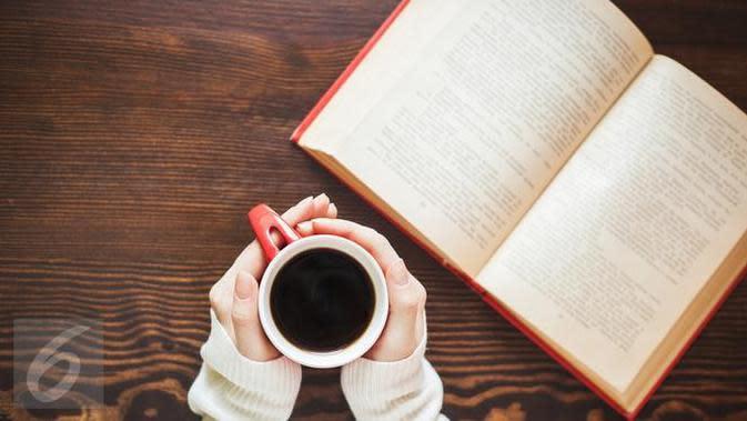 Rutin minum kopi setiap hari? Hati-hati, kenali bahaya kafein bagi tubuh bila terlalu banyak dikonsumsi. (iStockphoto)