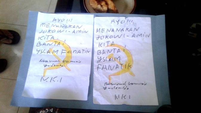 Bawaslu Banyumas menyita tujuh lembar selebaran provokatif bergambar palu arit atau lambang PKI. (Foto: Liputan6.com/Bawaslu Banyumas untuk Muhamad Ridlo)