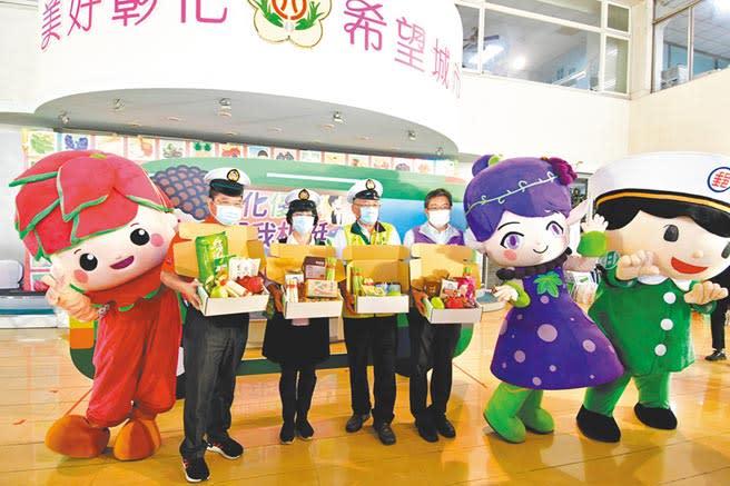 彰化縣政府推廣「彰化優鮮」農漁會產品,和中華郵政合作,透過「i郵政」網路平台銷售,目前有43項產品上架,到年底將達百項。(吳敏菁攝)