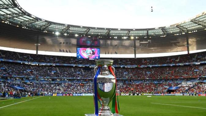 Trofi Piala Eropa. (AFP/Franck Fife)