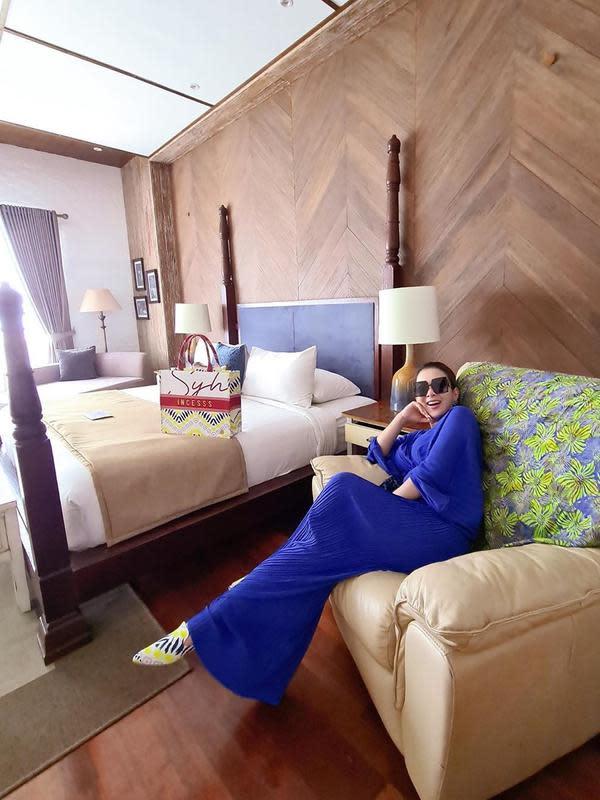 Syahrini dan Reino Barack memang selalu terlihat glamor dan mewah dalam setiap kesempatan. Ternyata bukan hanya di luar negeri, namun saat di dalam negeri pun mereka tetap menunjukan kemewahannya. (Instagram/princessyahrini)